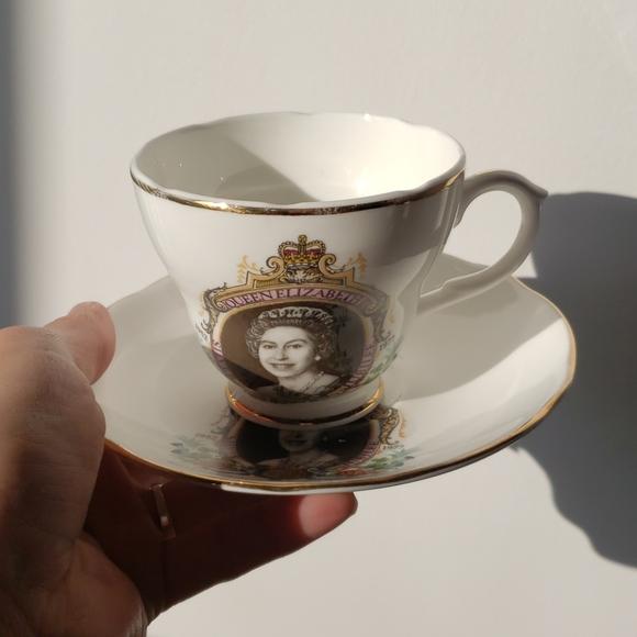 collectors queen elisabeth bone china